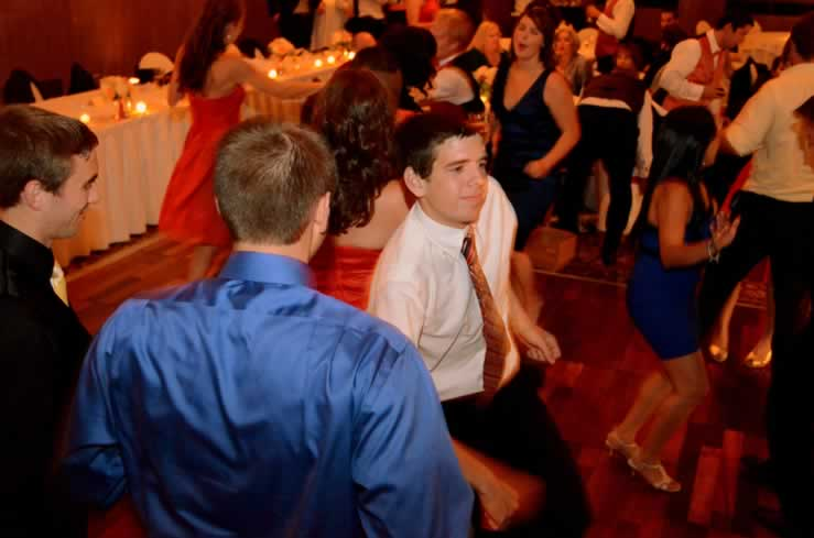 Detroit Swing Band Brings This Michigan Wedding Reception To Life