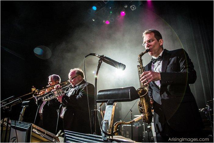 best-detroit-wedding-bands-horn-players-add-big-band-sound